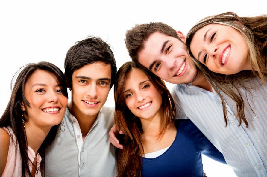 研究:美现代青少年性行为等起步...