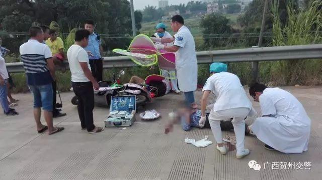 """这样的暖心故事在广西不是第一次上演 早前爆红的""""抱娃哥""""交警就获无图片"""