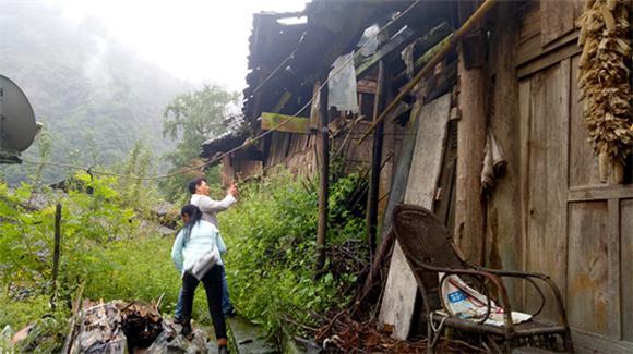 石柱中益乡:进村入户开展脱贫攻坚工作