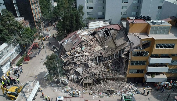 12岁生还女孩成为墨西哥地震救援希望的象征