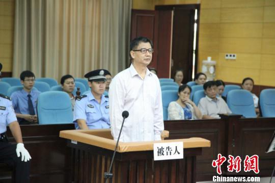 图为郑作广在庭审的现场 许桉之 摄
