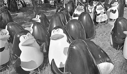 南通企鹅展展出的充气企鹅