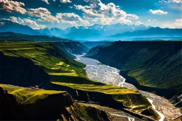 厉害了 乘火车乌鲁木齐5小时直飙伊宁 8天小长假新疆人可以这样过