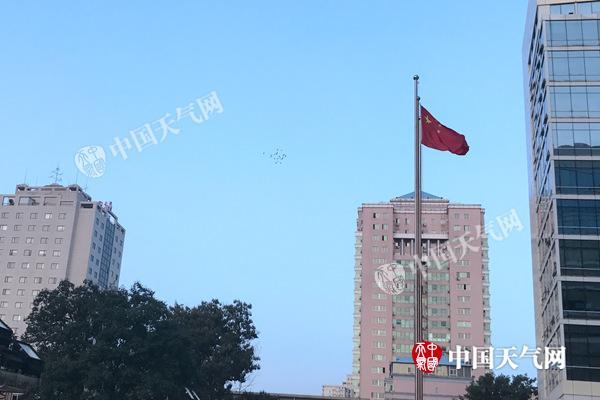 今晨,北京冬风渐起,体感寒凉。