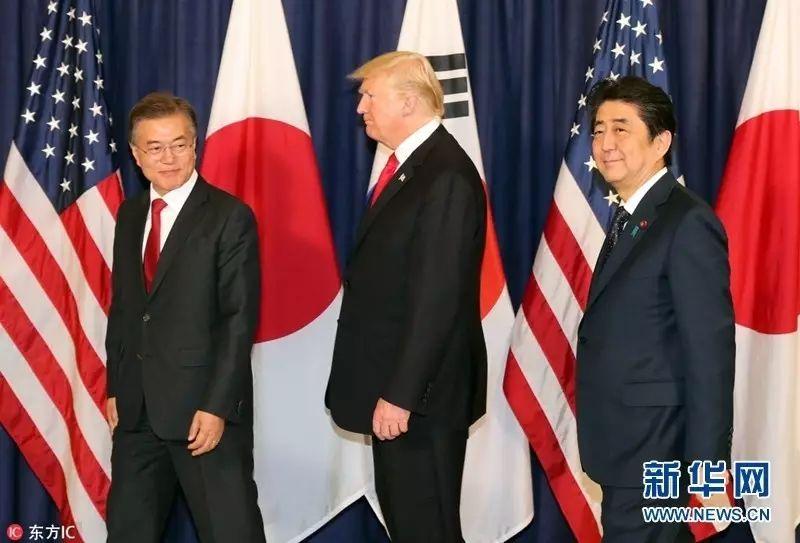 ▲资料图片:当地时间2017年7月6日,德国汉堡,G20峰会开幕前夕,韩国总统文在寅(左)同美国总统特朗普、日本首相安倍晋三举行会谈。