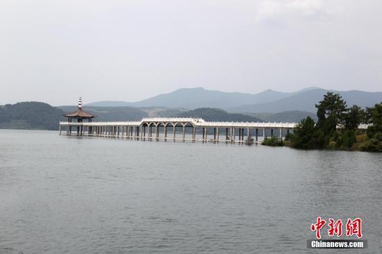 资料图:9月以来,丹江口水库水位创历史新高。 中新社记者 王中举 摄