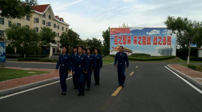 海军首批空中女战勤加入战斗序列