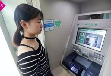 """站在ATM机前,不需要身份证、不需要银行卡,脸朝窗口一笑,按提示操作几下,钱就自己""""吐""""出来!"""