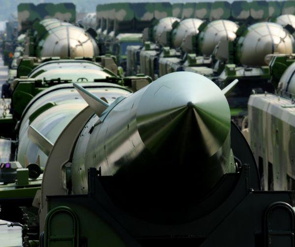 资料图片:导弹方阵在到场阅兵训练。新华社发