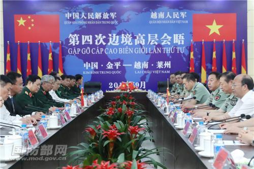 图为9月24日上午,范长龙与吴春历举办谈判。图片起源:国防部网站