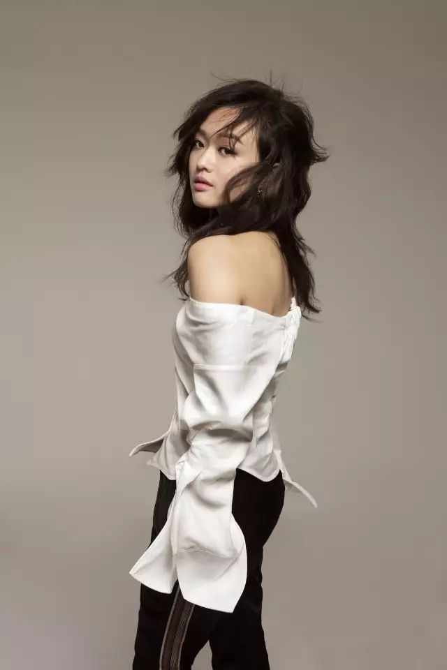 【衣橱的老爸】有个给陈奕迅写歌的少女,偏要日本筒袜穿女生长图片