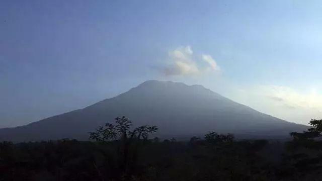 """紧急扩散!巴厘岛火山爆发在即!""""十一""""长假有旅游安排的,请注意!"""