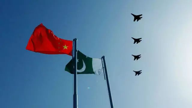 """▲在中国新疆举行""""雄鹰-Ⅵ""""中巴空军联合训练,首次采用了两国空军同乘对抗的方式。"""
