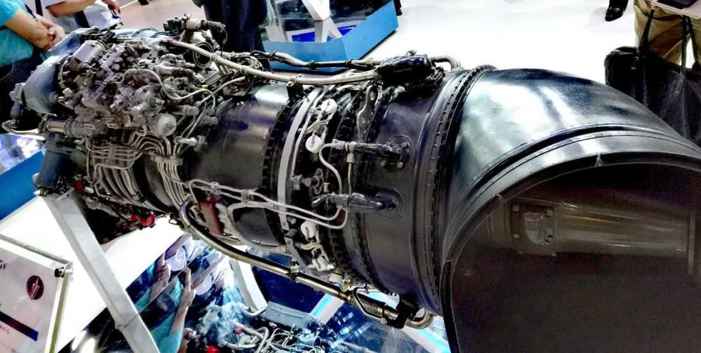 """采用了 """"宽弦无凸肩空心夹层结构叶片"""",这已经是现代商用涡扇发动机的"""