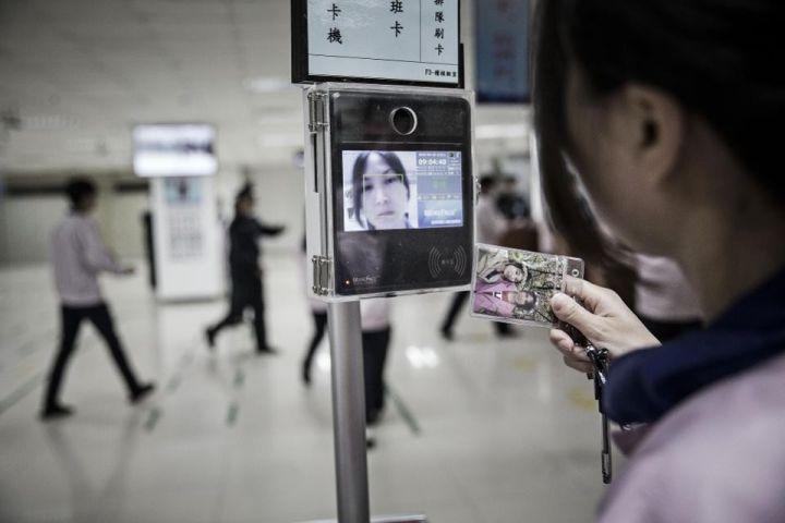 ▲中国某企业的门禁系统应用了面部识别手艺。