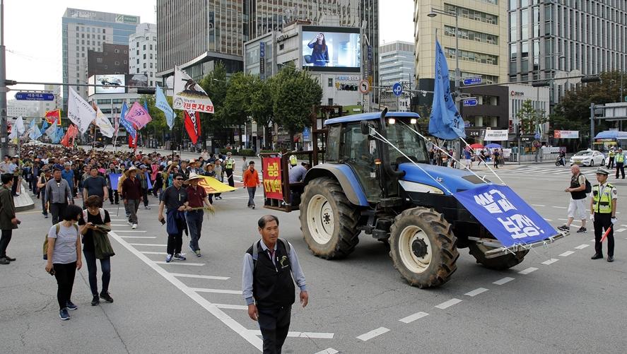 23日,首尔爆发大规模集会