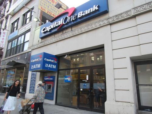 图为被抢银行。
