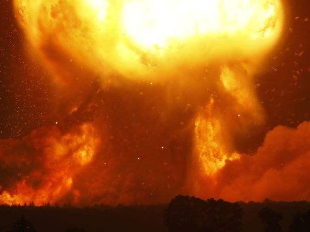 乌克兰一弹药库爆炸:流弹四射 三万人紧急疏散
