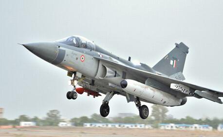 """资料图片:印度空军LCA""""光辉""""战斗机。(图片来源于网络)"""