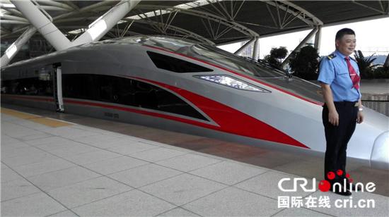 广深港高铁迎来 复兴号 动车组
