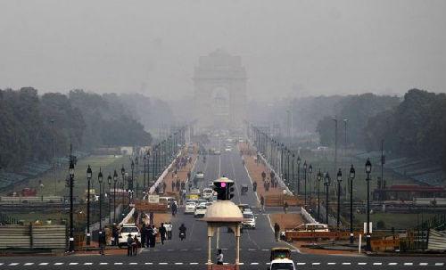 """新德里地标建筑""""印度门""""。 新华社"""
