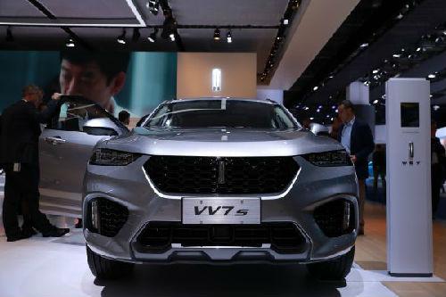 展上拍摄的中国长城汽车公司高端品牌WEY旗下非插电混动车型VV7高清图片