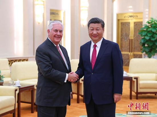 9月30日,中国国家主席习近平在北京人民大会堂会见美国国务卿蒂勒森。 中新社记者 刘震 摄