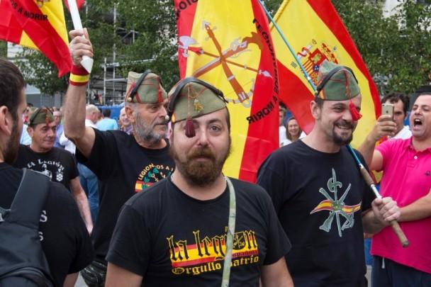 示威者要求加泰罗尼亚地区政府主席下台。(图源:美联社)