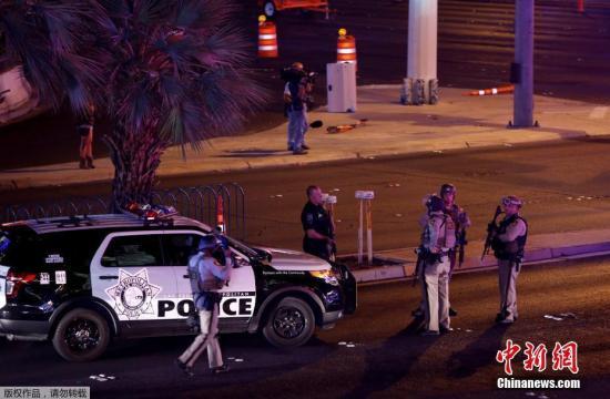 警方称,枪手住在曼德列湾赌场酒店的32层。