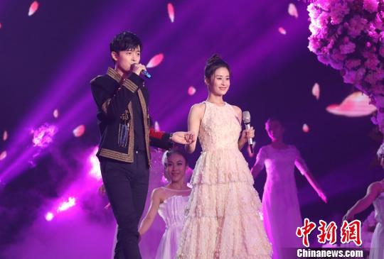 湖南卫视《中秋之夜》4日晚播出 群星分享珍贵时刻