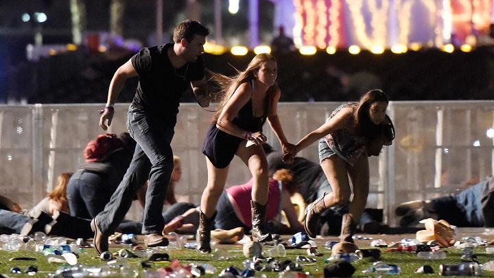拉斯维加斯枪击案案发现场(图源:CNBC)