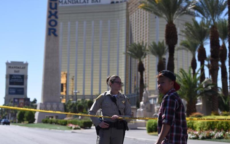 当地时间10月1日晚,美国西部旅游胜地拉斯维加斯发声枪击事件。