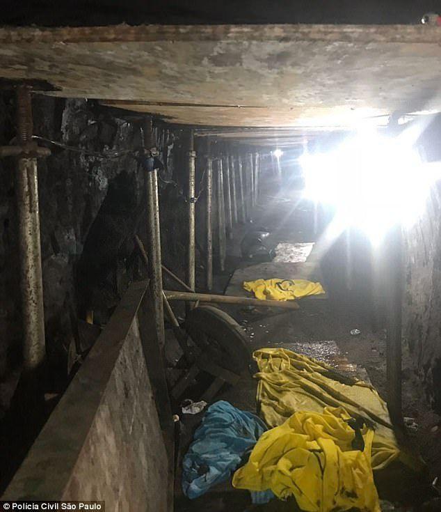 ▲隧道内部图,可以清晰看到嫌犯所使用的挖隧道工具