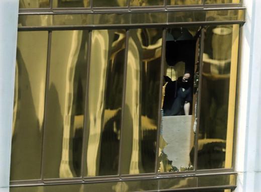 枪手通过酒店窗口扫射