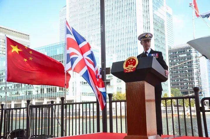 英国皇家海军海上部队司令Alex Burton致辞。