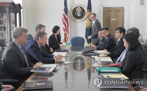 当地时间10月4日,在美国华盛顿,韩美举行自贸协定联委会特别会议第二次会议。(图片来源:韩联社)