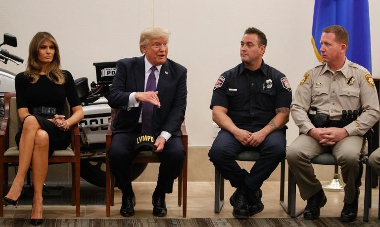 特朗普与救援人员会面