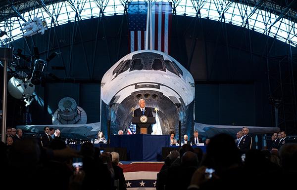 当地时间10月5日,彭斯出席美国国家太空委员会首次会议。东方IC 图