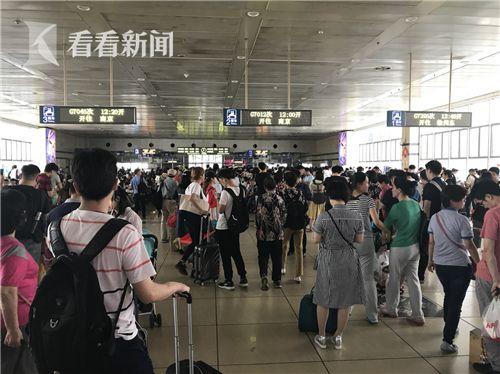 铁路返程客流提前启动 多条线路车票紧张