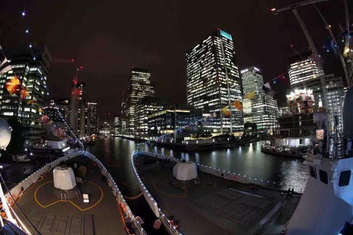 ▲编队夜泊伦敦港
