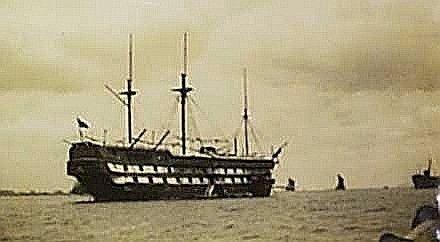 ▲停靠于长江口的康沃利斯号
