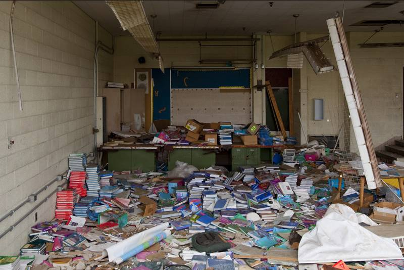 ▲底特律一处高中完全成了废墟(图片来源:makeloveland.com)