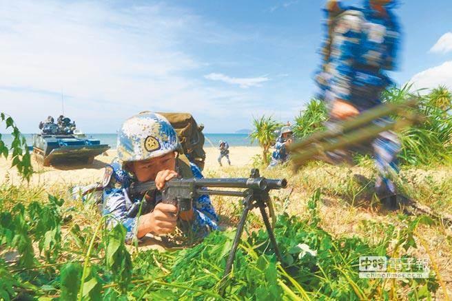 解放军正在粤西进行抢滩登陆训练