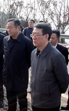 △ 何挺(左)与杨焕宁