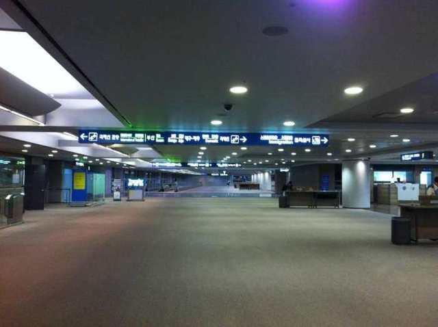 每年都要人满为患的仁川机场,一片冷清。
