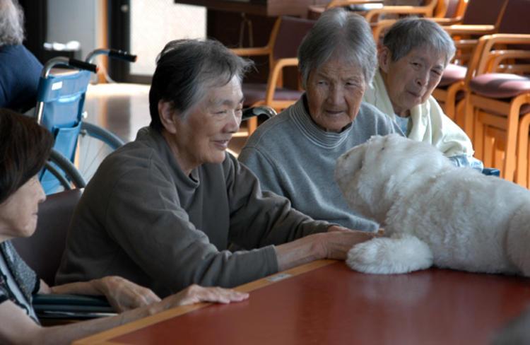 日本公司 Yukai 推出抱枕机器人,会像猫一样摇尾巴