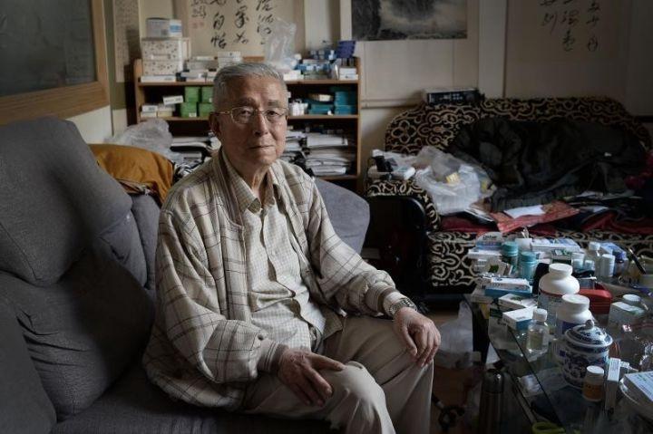 """杨维骏离休二十多年,一直作为一个退而不休、""""挑刺找茬""""的另类官员存在。新京报记者 吴江 摄"""