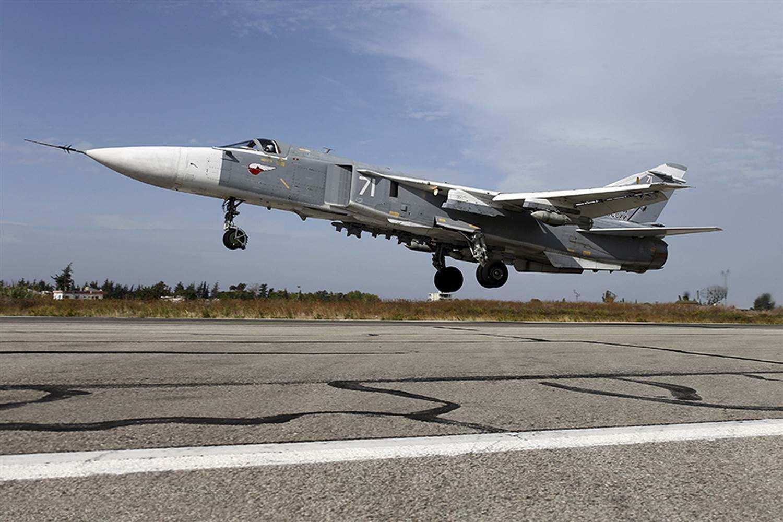 一架俄罗斯苏24军用飞机在叙利亚境内起飞时坠毁,机组人员死亡.