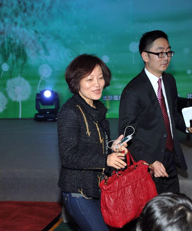 A股再现天价离婚:赵薇嫂子分走唐德影视5.2亿的股票