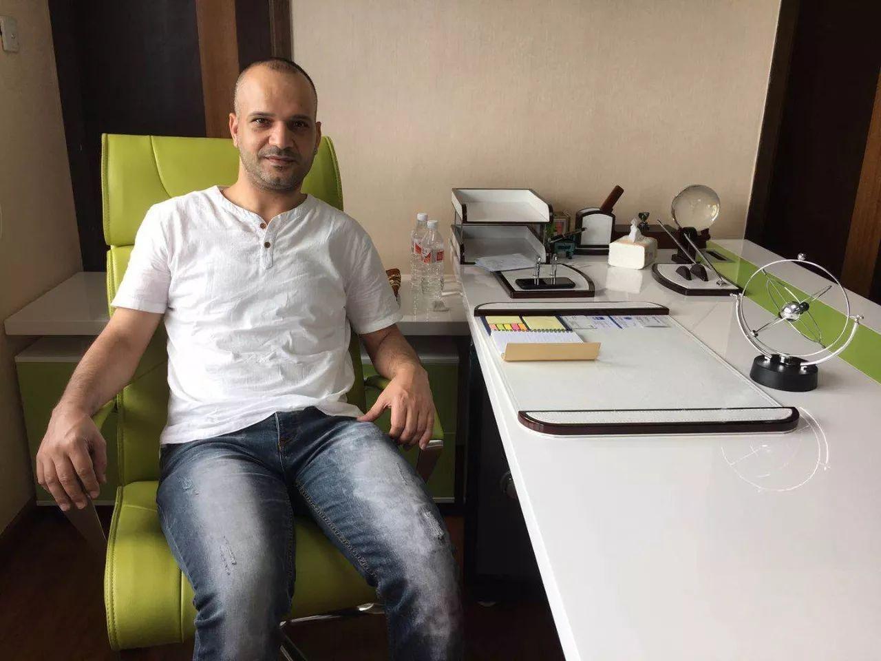 约旦商人穆罕奈德。他在义乌开了一家地道的阿拉伯餐馆。新京报记者宋超 摄